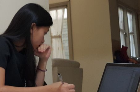 siswi binus international simprug yang sedang mempersiapkan ib exam