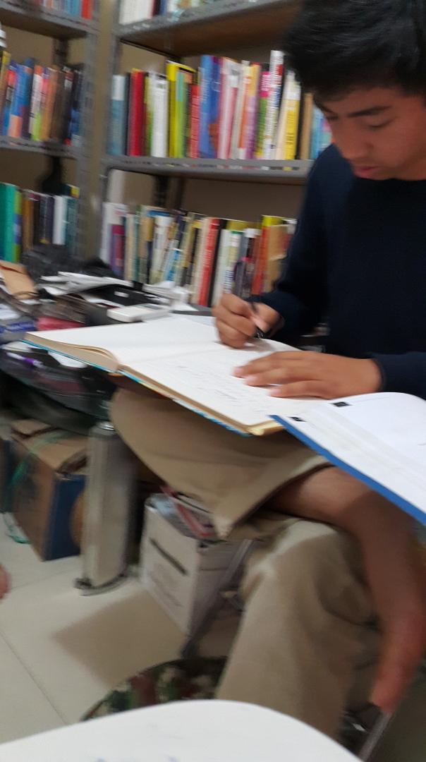 siswa yang sedang mempersiapkan tes masuk nanyang nus