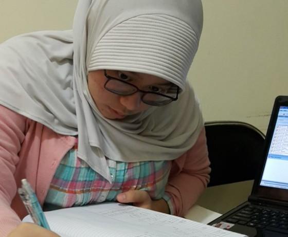 siswa SMU Al Izhar yang mempersiapkan UEE NUS dengan les NUS di Bimbingan Belajar Akong