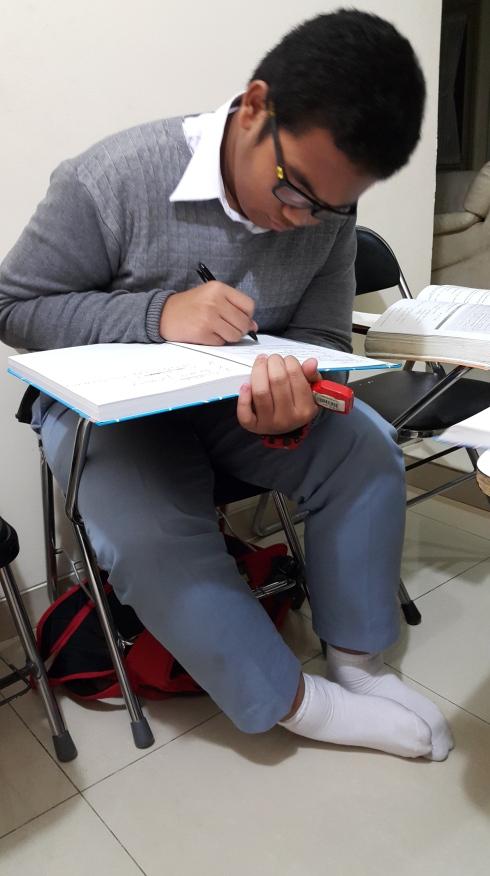Siswa SMA Labschool yang mempersiapkan diri UEE NUS dengan Les NUS di Bimbingan Belajar Akong