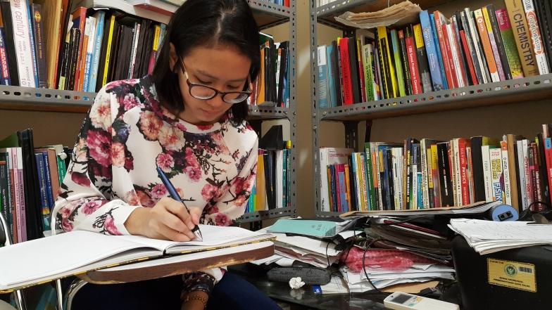 Aktivitas siswi al azhar mempersiapkan tes masuk Trinity College dan ujian nasional