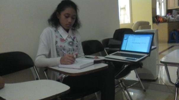Aktivitas siswi SMP Al Azhar